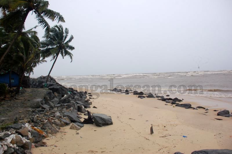 image017sea-erosion-threat- for- many- houses- in-udupi-district-20160629