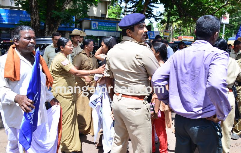 image018baliga-sisters-protest-20160606-018