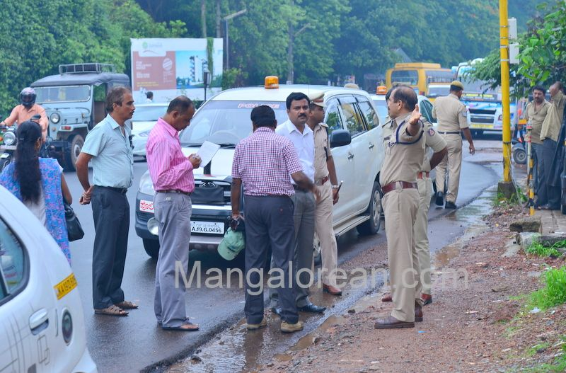 image018police-commissioner-chandra-sekhar-inspects-city-roads-20160622-018
