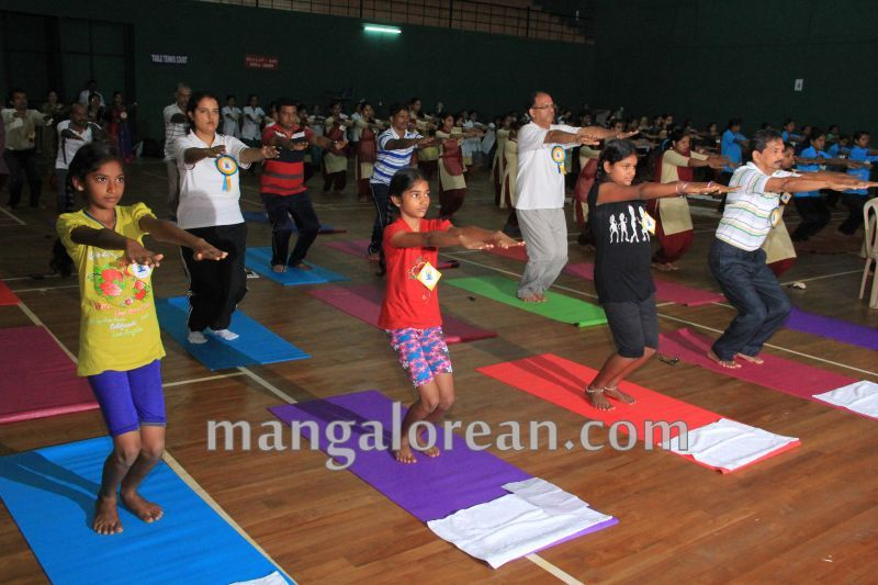image018world-yoga-day-udupi-20160621