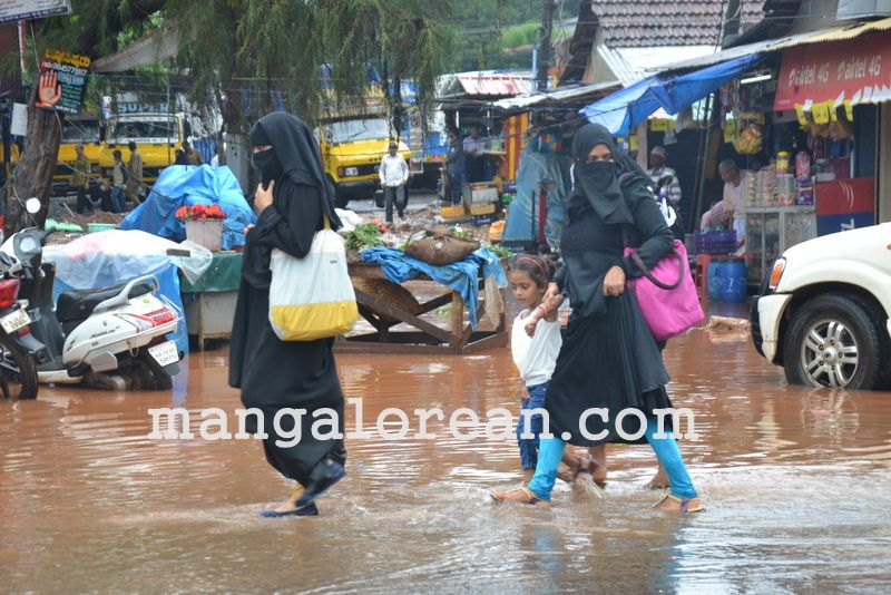 image019no-proper-drainage-streets-flooded-in-city-20160623-019