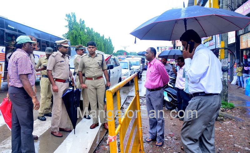 image019police-commissioner-chandra-sekhar-inspects-city-roads-20160622-019