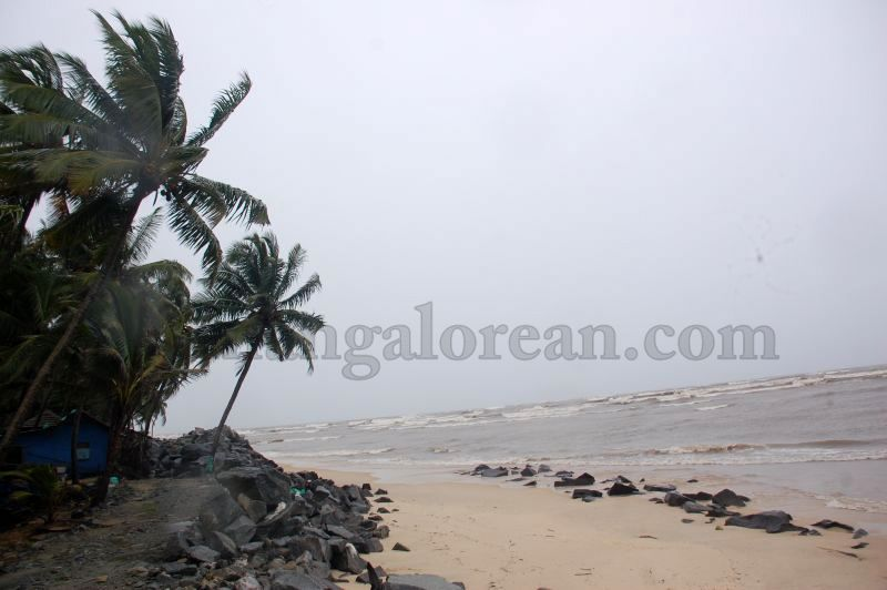 image019sea-erosion-threat- for- many- houses- in-udupi-district-20160629