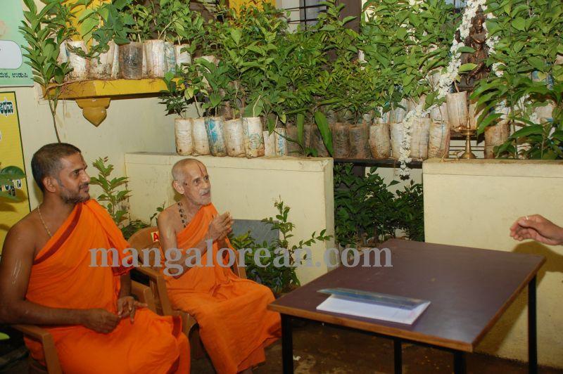 image020laksh-vraksha-counter-krishna-temple-20160614