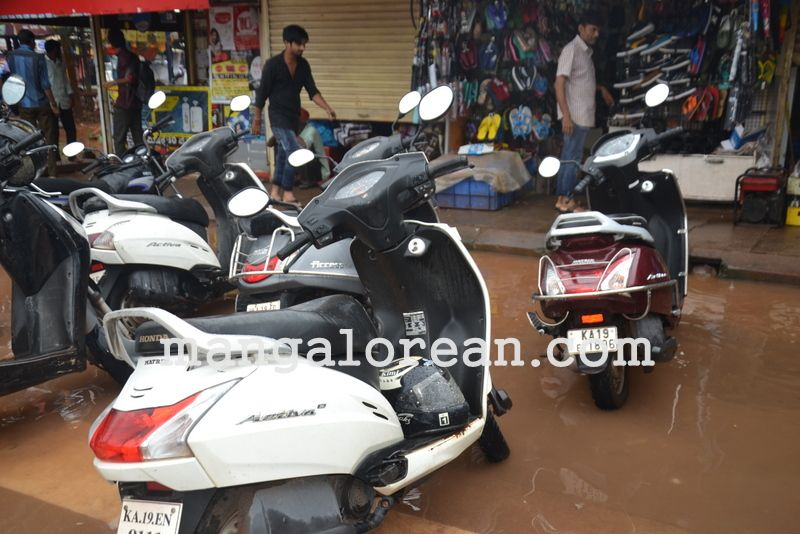 image020no-proper-drainage-streets-flooded-in-city-20160623-020