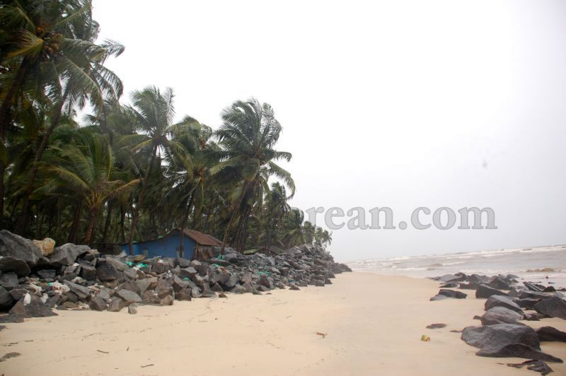 image020sea-erosion-threat- for- many- houses- in-udupi-district-20160629