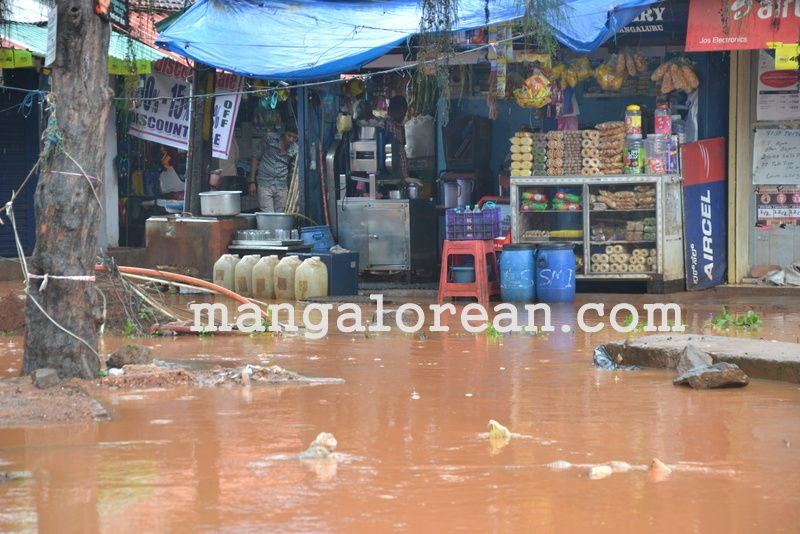 image021no-proper-drainage-streets-flooded-in-city-20160623-021