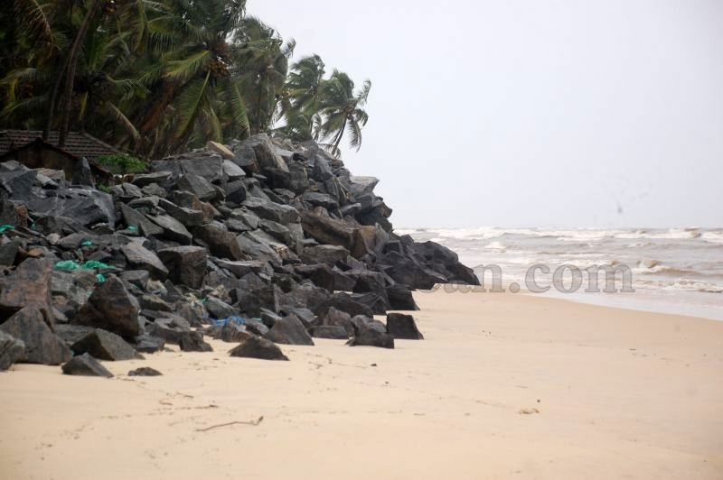 image022sea-erosion-threat- for- many- houses- in-udupi-district-20160629