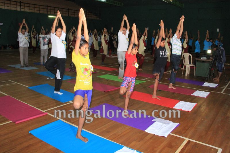 image022world-yoga-day-udupi-20160621
