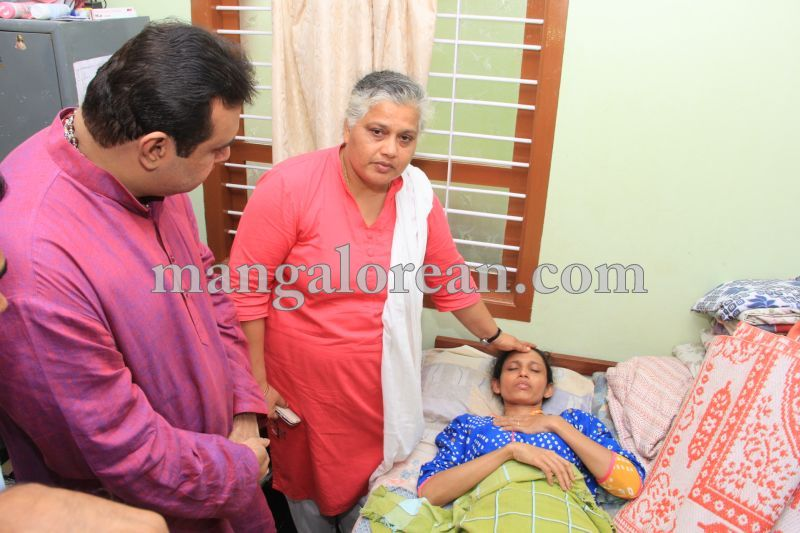 image024accident-victims-pramod-visit-20160622