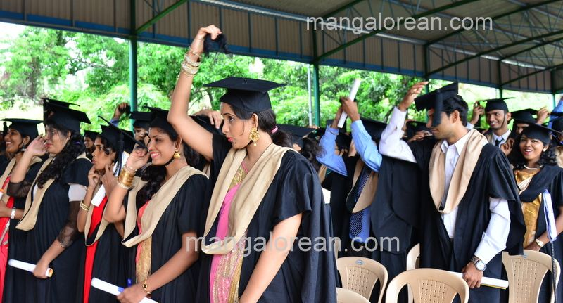 image028sahyadri-graduation-20160611-028