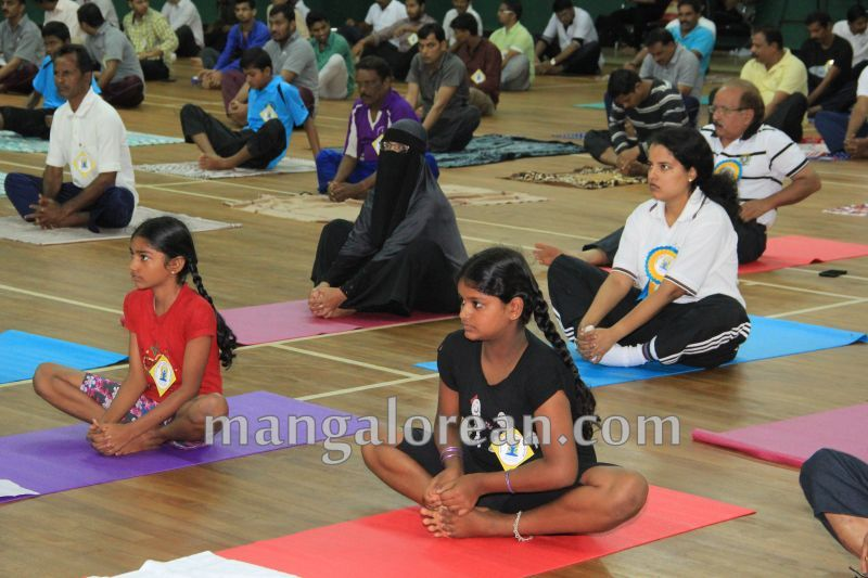 image037world-yoga-day-udupi-20160621
