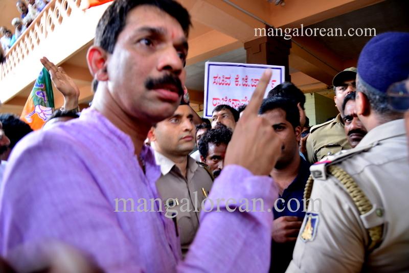 BJP-protest-kjgeorge-ganapathi-20160712-311