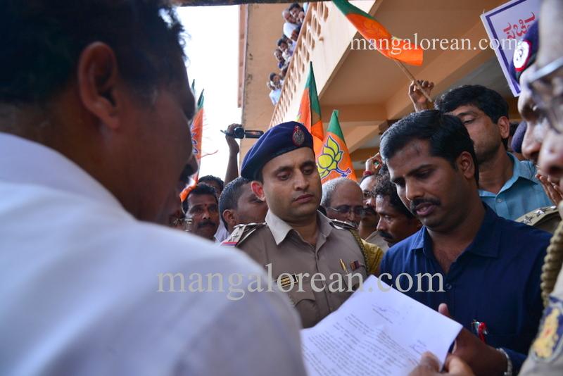 BJP-protest-kjgeorge-ganapathi-20160712-337