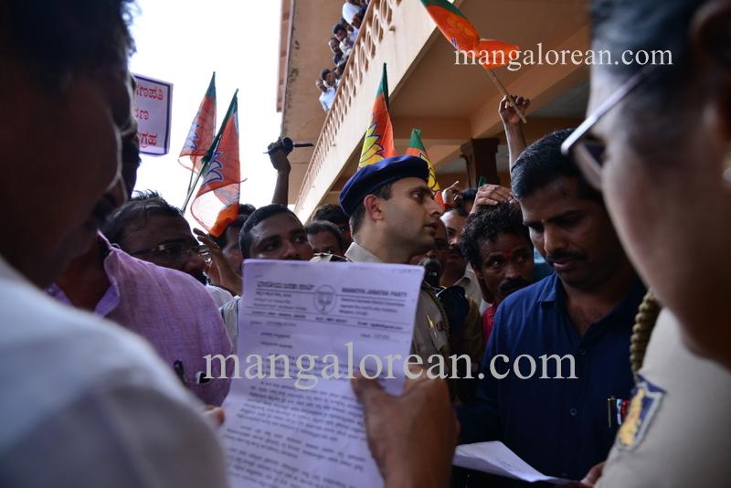 BJP-protest-kjgeorge-ganapathi-20160712-339
