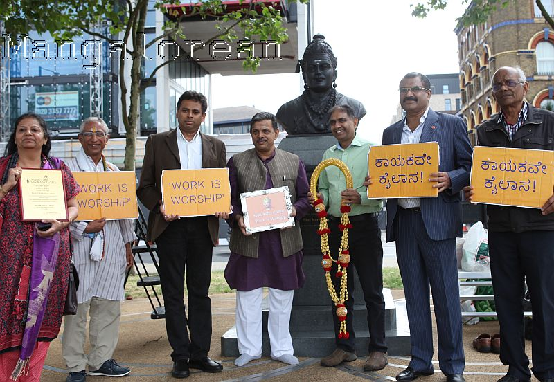 Dattatreya-Hosabale-pays-tribute-Basaveshwara statue in London (2)