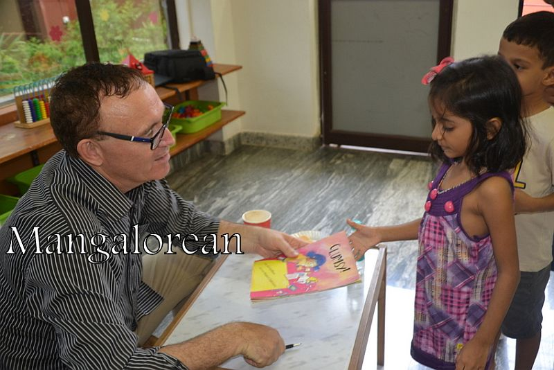 From-Aus-with-Love-Author-Ken-Reads-to-Kudla-Kids (3)