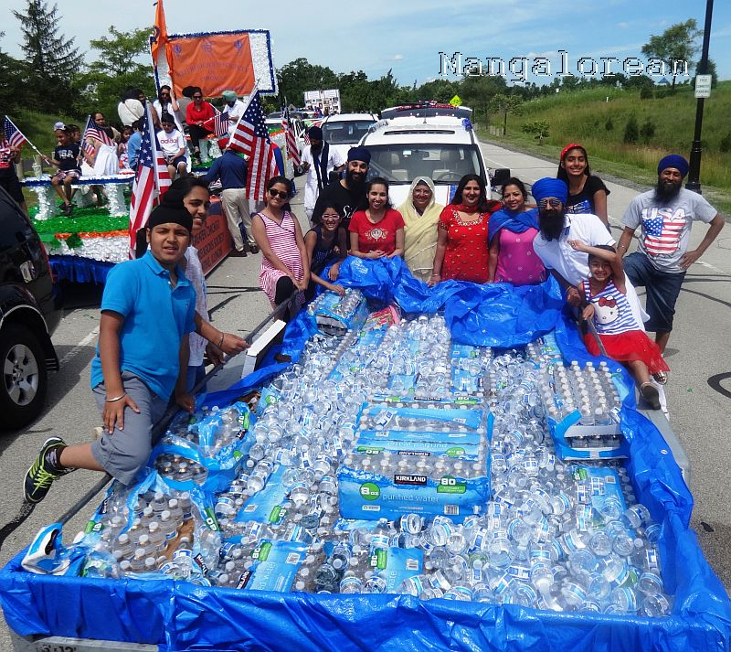 Independence Day_Palatine Parade_Water bottles for free distribution_DSC02839
