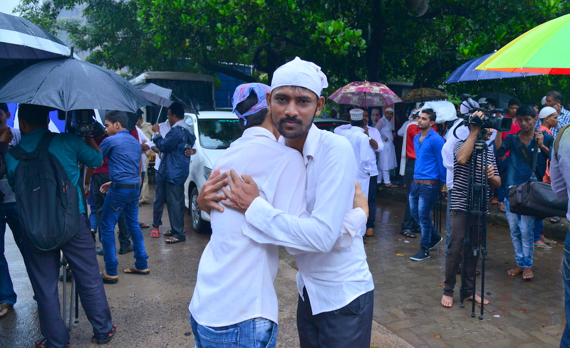 Muslim Fraternity Celebrates Eid-Ul-Fitr in City Amid Rain (10)