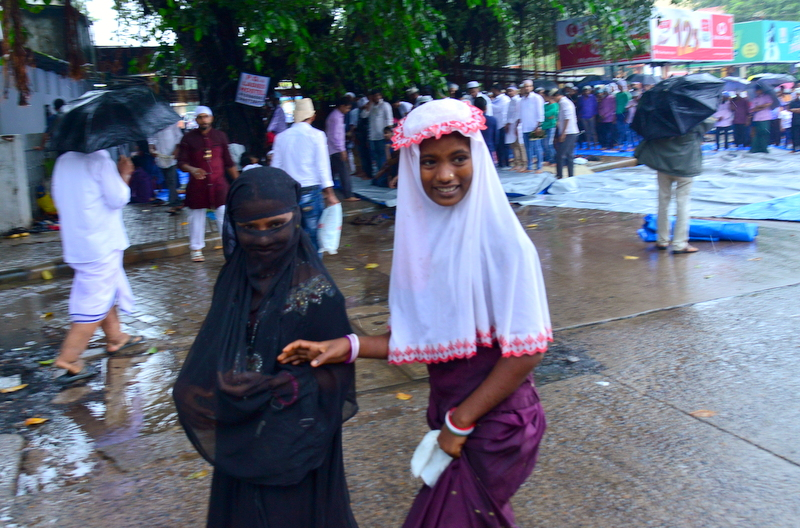 Muslim Fraternity Celebrates Eid-Ul-Fitr in City Amid Rain (11)