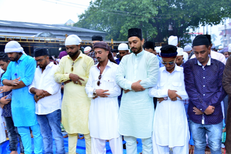 Muslim Fraternity Celebrates Eid-Ul-Fitr in City Amid Rain (29)