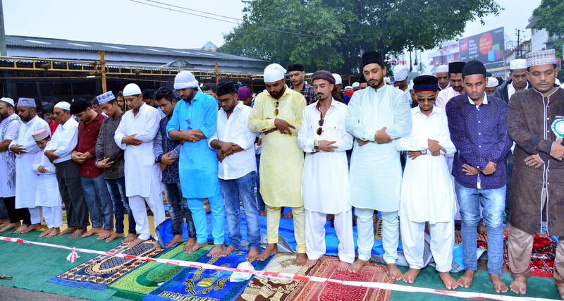 Muslim Fraternity Celebrates Eid-Ul-Fitr in City Amid Rain (30)