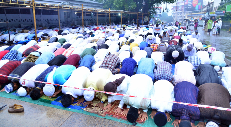 Muslim Fraternity Celebrates Eid-Ul-Fitr in City Amid Rain (35)