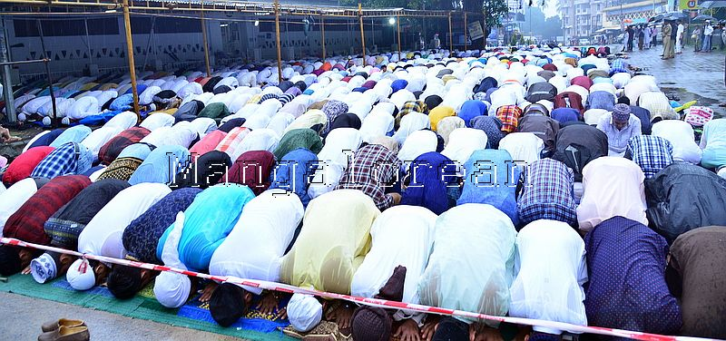 Muslim Fraternity Celebrates Eid-Ul-Fitr in City Amid Rain (53)