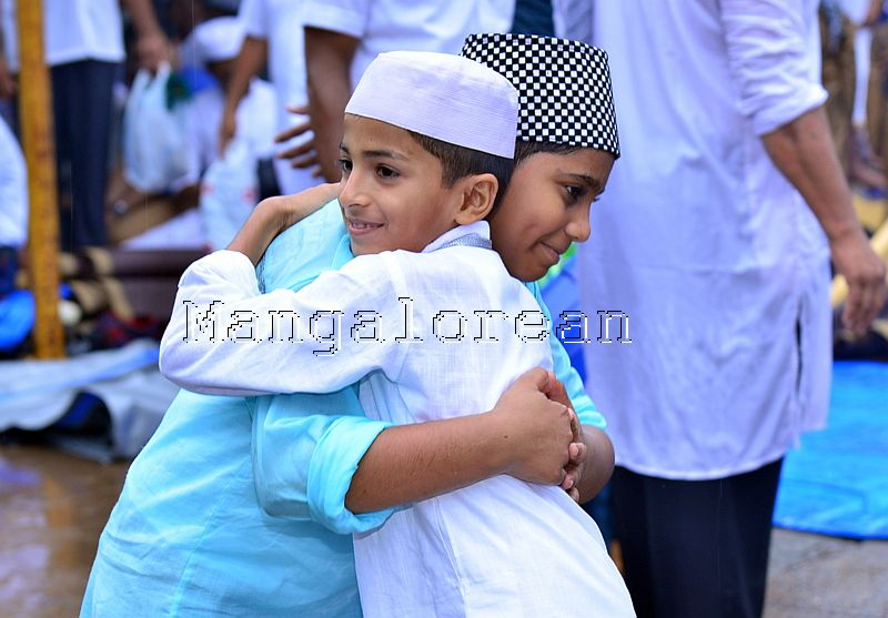 Muslim Fraternity Celebrates Eid-Ul-Fitr in City Amid Rain (80)