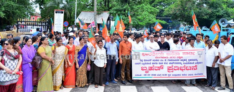 image001bjp-protest-20160709-001