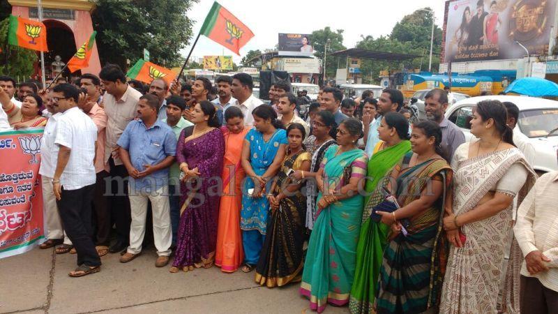 image001bjp-protest-udupi-dysp-ganapathi-20160713