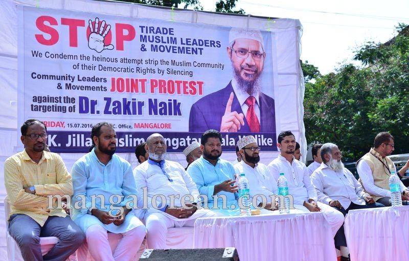 image001muslim-organisation-zakir-naik-protest-20160715-001