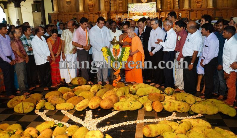 image001state-level-jackfruit-mela-attracts-good-crowd-201607-01