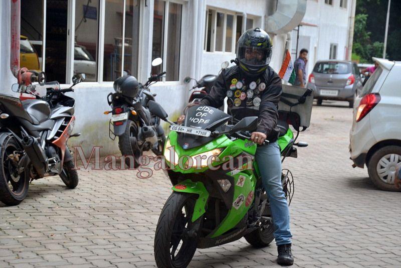 image002''Ride-of-Hope-Biker-brings-Awareness-Cancer-01-07072016-002
