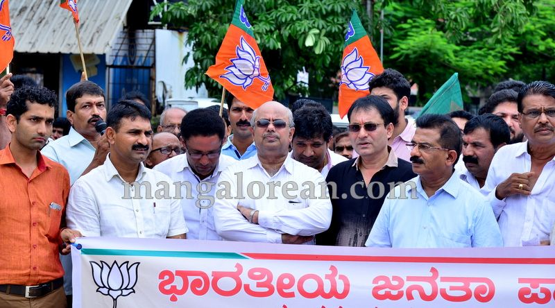 image002bjp-protest-20160709-002