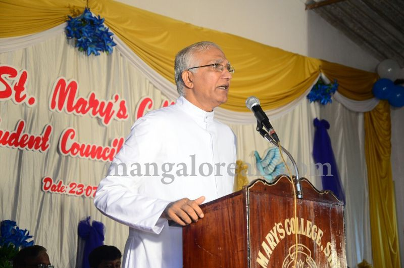 image002fx-gomes-inaugurates-student-council-at-st-mary's-college-shirva-20160723