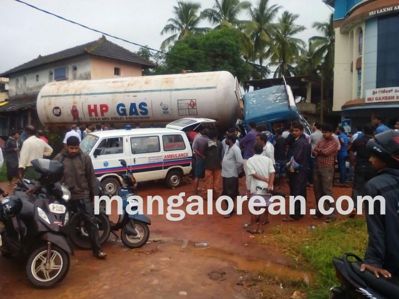 image002gas-tanker-crashed-thekkatte-20160730-002