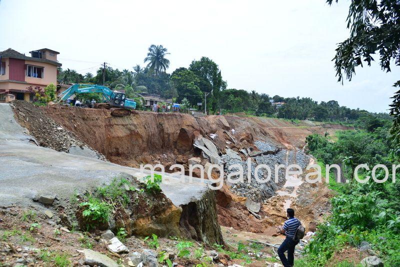 image002railway-tunnel-konguru-landslide-20160716-002