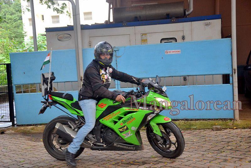 image003''Ride-of-Hope-Biker-brings-Awareness-Cancer-01-07072016-003