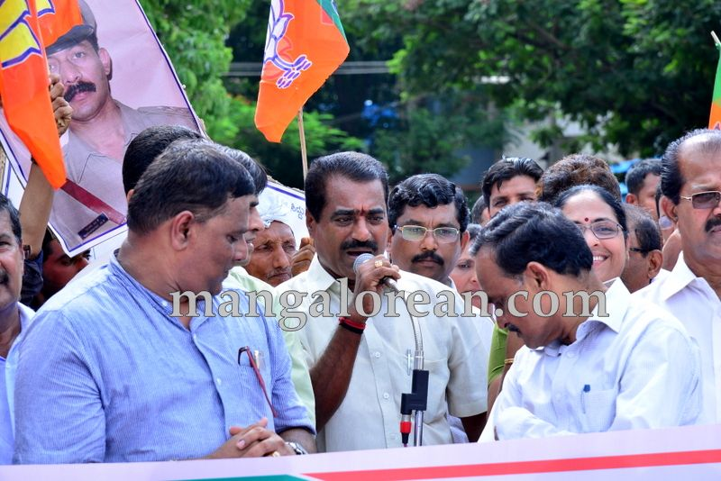 image003bjp-protest-20160712-003