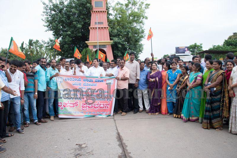 image003bjp-protest-udupi-dysp-ganapathi-20160713