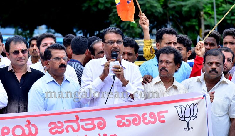 image004bjp-protest-20160709-004