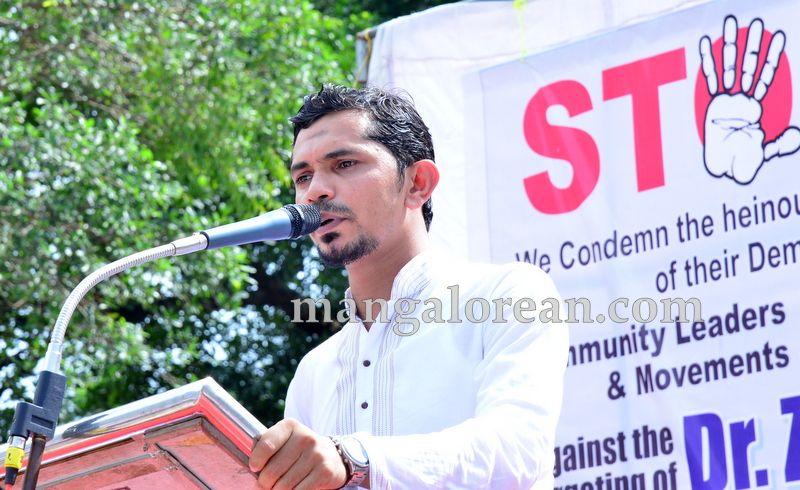 image005muslim-organisation-zakir-naik-protest-20160715-005