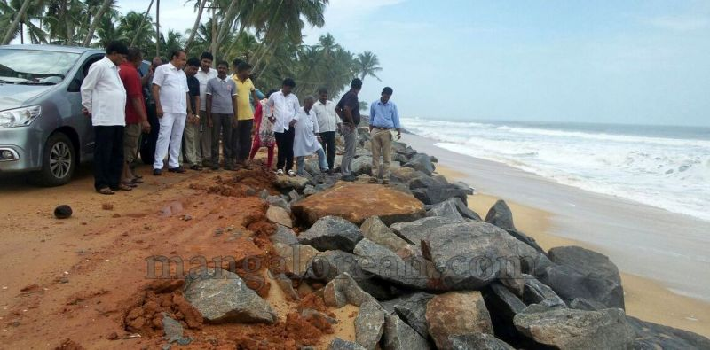 image005vinay-kumar-sorake-visits-areas-hit-by-sea erosion-20160707