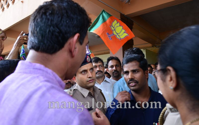 image006bjp-protest-20160712-006
