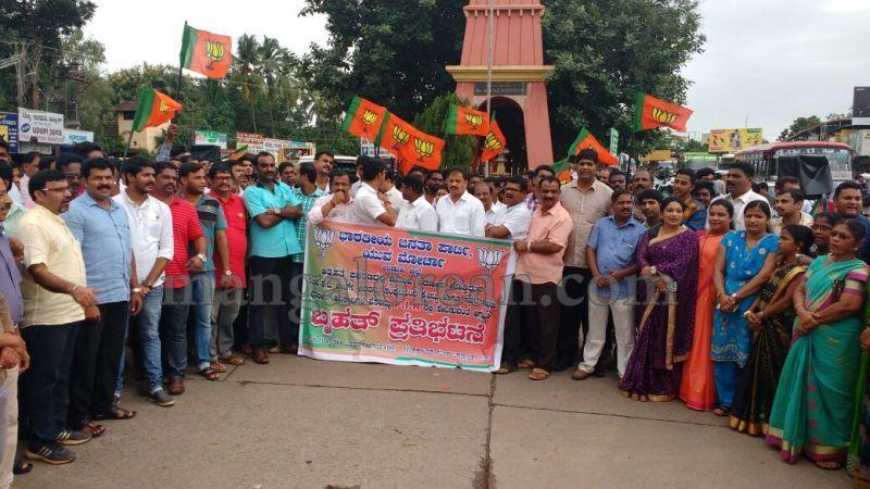 image006bjp-protest-udupi-dysp-ganapathi-20160713