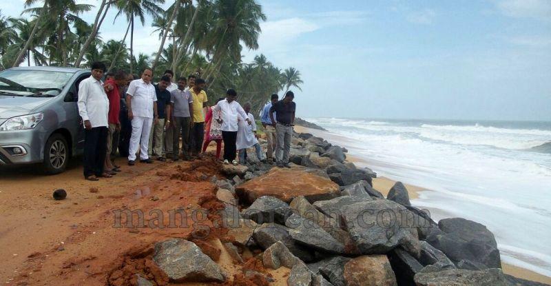 image006vinay-kumar-sorake-visits-areas-hit-by-sea erosion-20160707