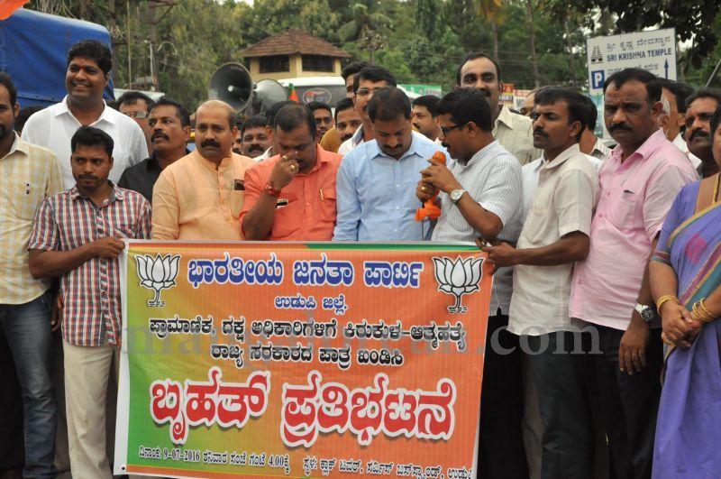 image007BJP-demands-to-handover-dySP-ganapathi-case-to-CBI-20160709