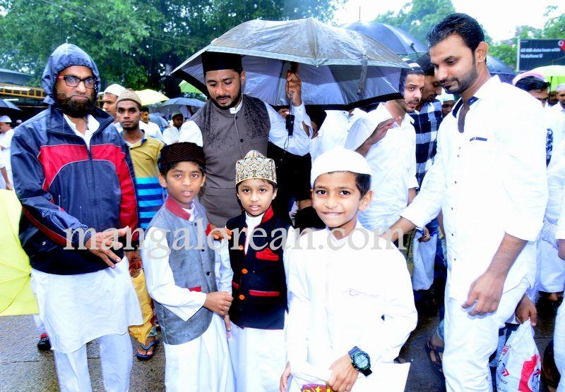 image007Muslim-Fraternity-Celebrates-Eid-Ul-Fitr-20160705-007