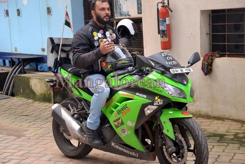 image007''Ride-of-Hope-Biker-brings-Awareness-Cancer-01-07072016-007